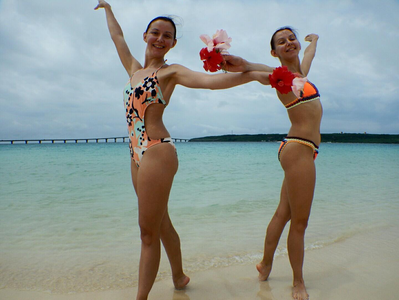 ロシアの美人姉妹とシュノーケリング